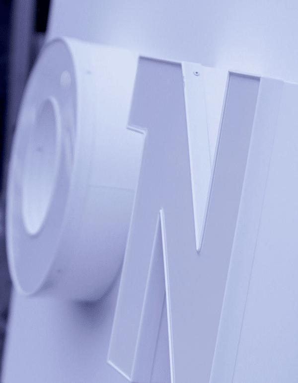 Werbeschild weiße 3D Einzelbuchstaben