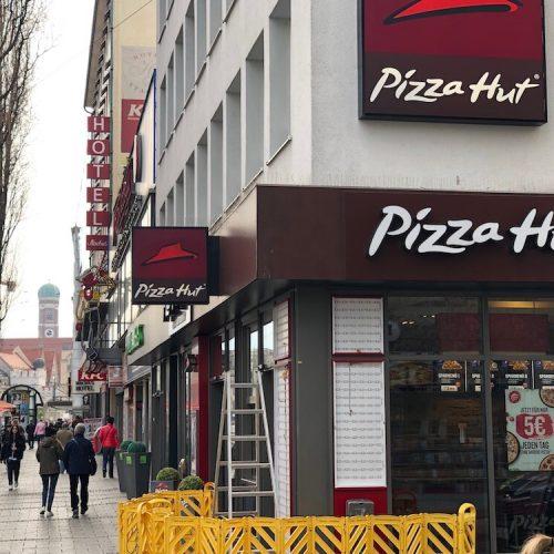 Pizza Hut Werbeanlage Außenbereich